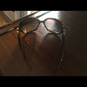 Tortoise frame YSL sunglasses. No scratches.